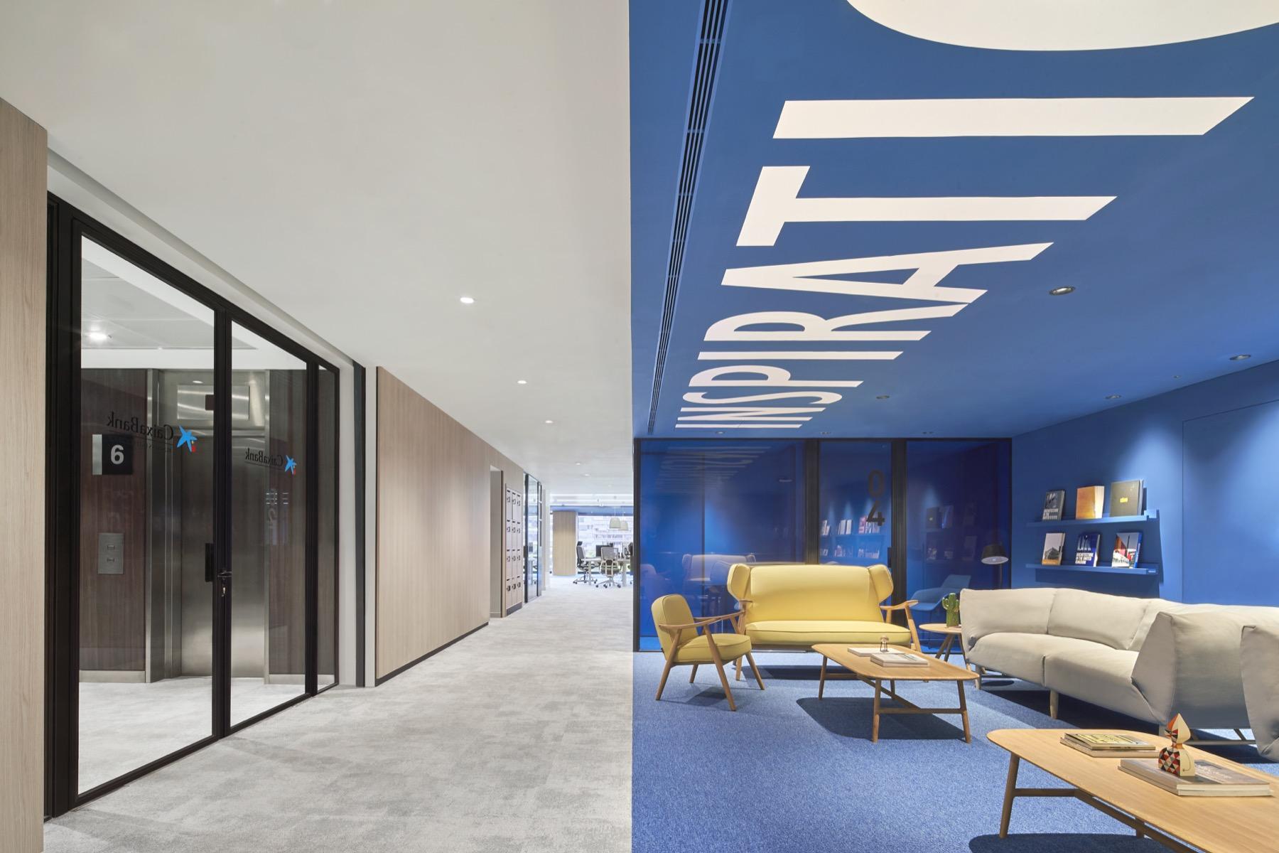 Caixabank oficinas dau for Estudios de interiorismo barcelona